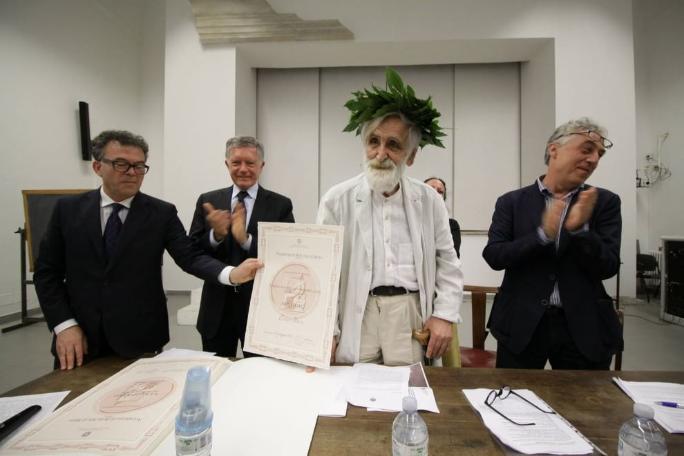 A enzo mari un diploma accademico honoris causa in arti for Laurea in belle arti